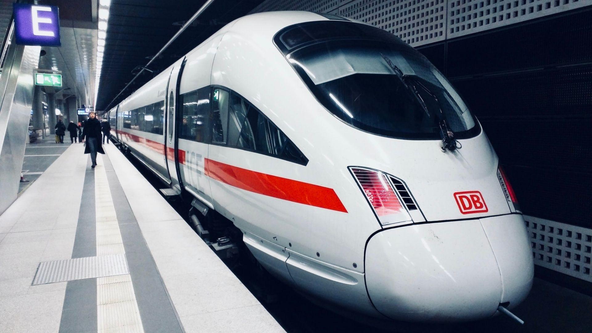 aluminium-composiet-train-transport-text